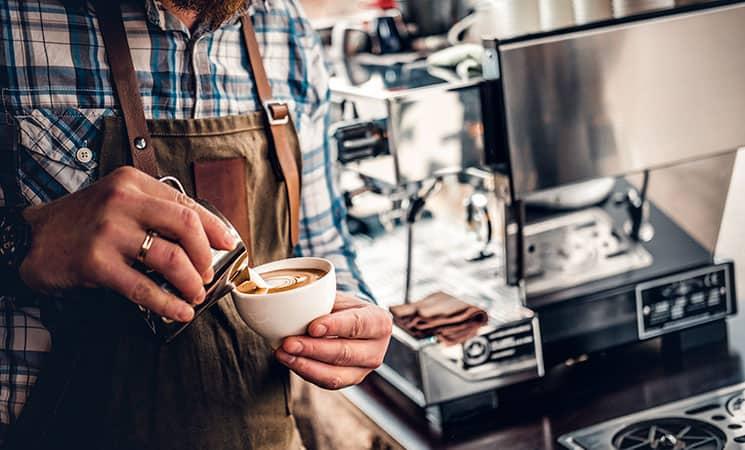 barista laver kaffe